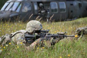 Quel est l'équipement militaire de base ?